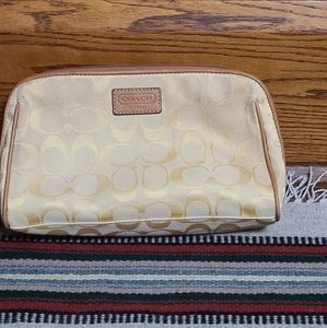 Coach**signature C canvas/yellow cosmetic bag
